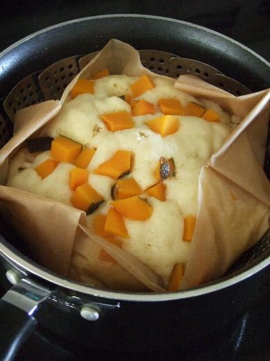 「なつかし蒸しパン」カボチャ&豆乳バージョン:蒸し上がり。