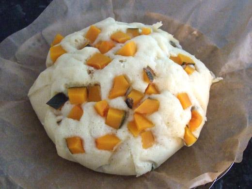 「なつかし蒸しパン」カボチャ&豆乳バージョン:箱を開いたところ。